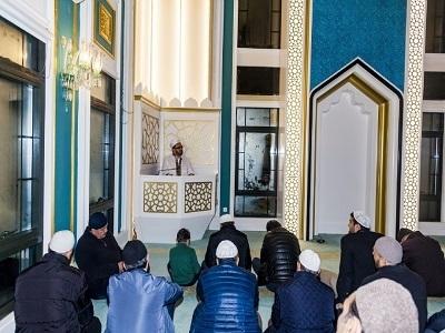 Üsküdar'da İkev İlahiyat Yurdu Camii'nde Şifa-i Şerif Dersleri Üçüncü Yılında