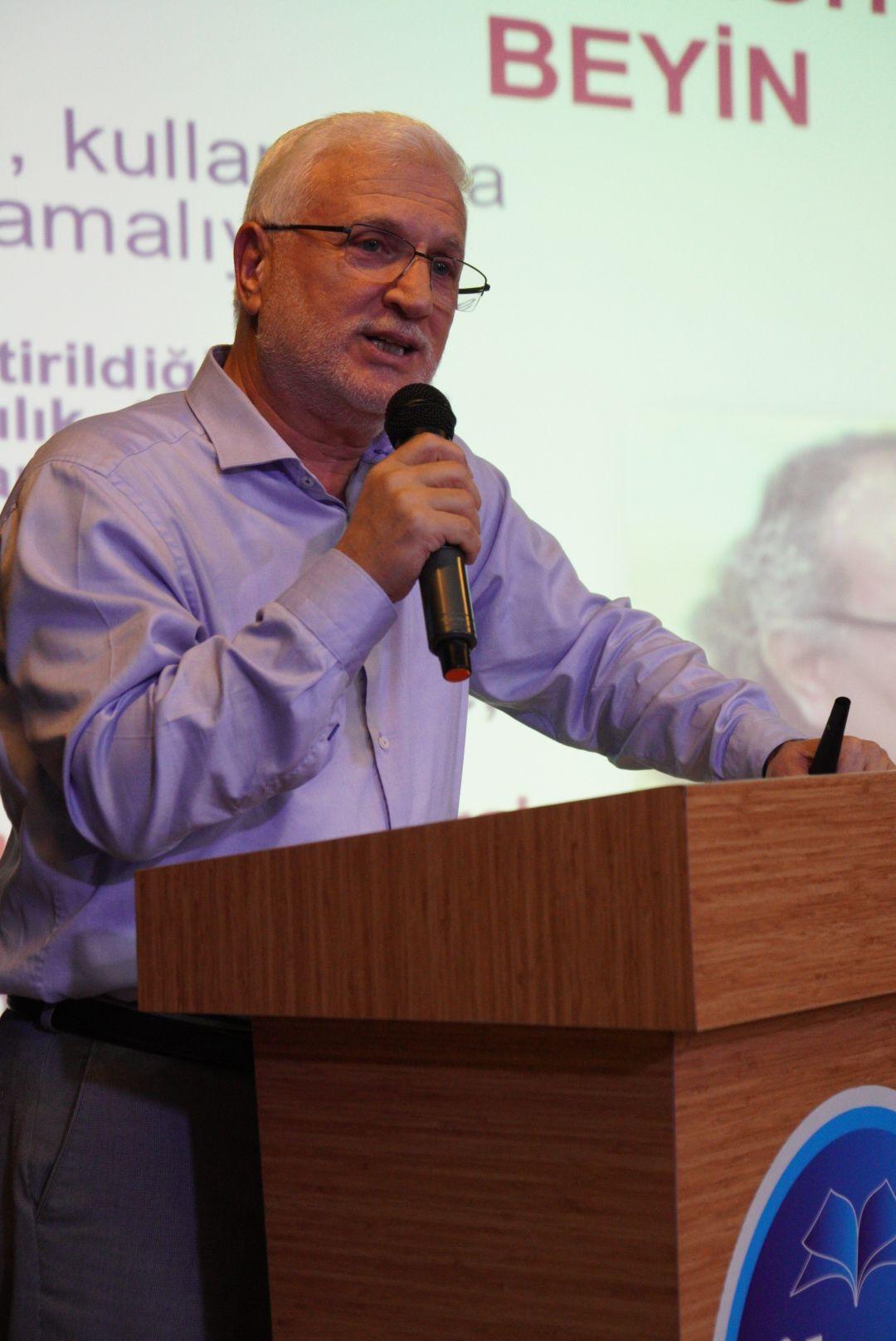 İKEV'DE EĞİTİM SEMİNERLERİ GENÇLİĞİ GELECEĞE HAZIRLIYOR - HABERLER - İKEV - İlim Kültür ve Eğitim Vakfı